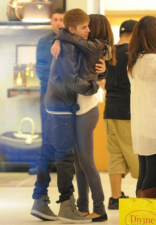 Từ Selena đến Hailey: Từng nàng đến và đi, chỉ có quần tụt là mãi mãi trường tồn cùng Justin Bieber - Ảnh 4.