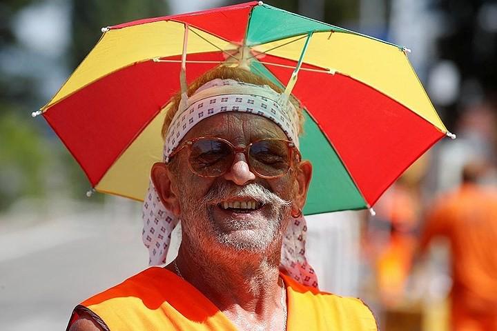 Ảnh: Con người và động vật chiến đấu với nắng nóng kỷ lục ở châu Âu - Ảnh 13.