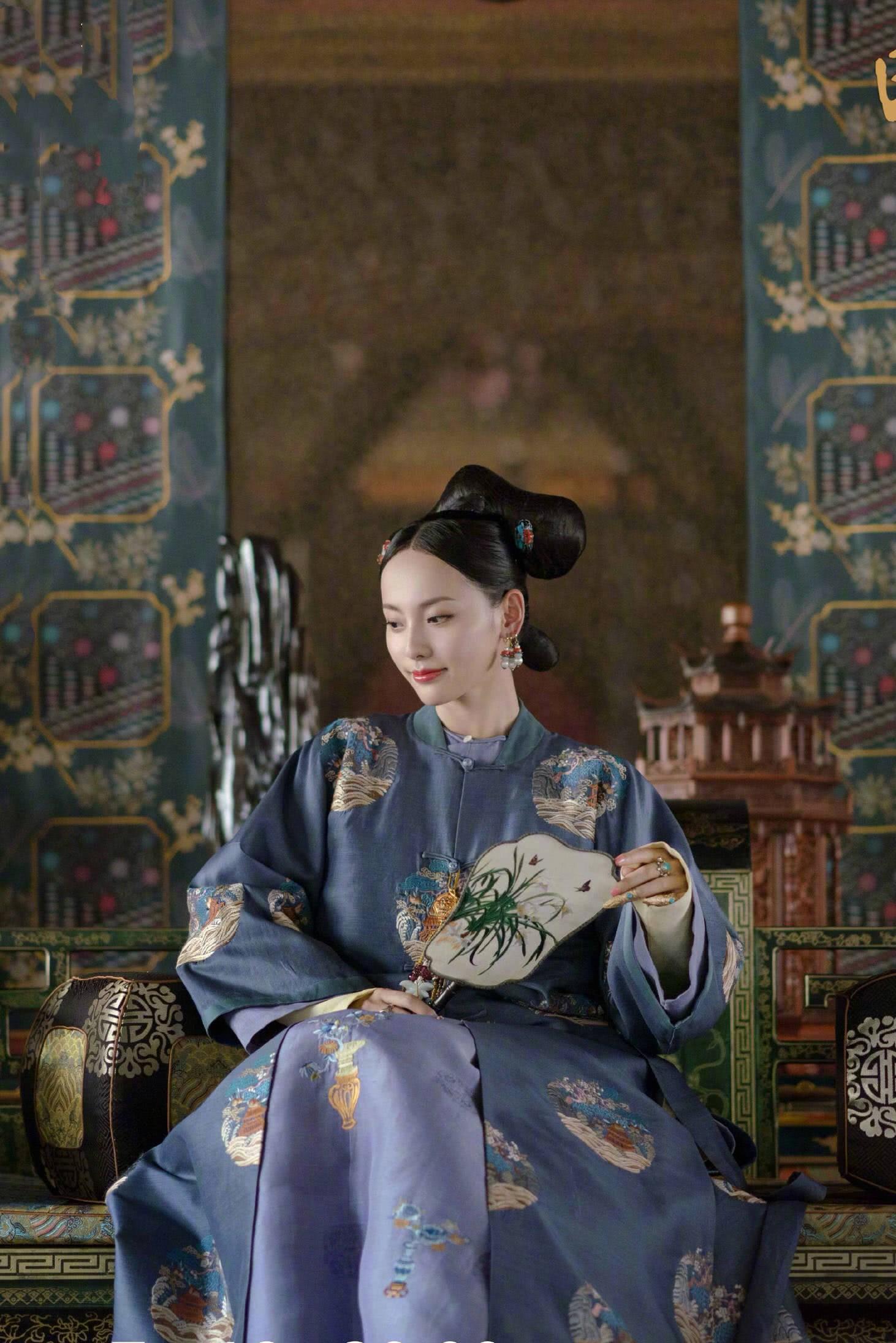Nhân vật Hương Phi được cho là có thể được xây dựng dựa trên Dung phi Hòa Trác thị, một phi tần có thật của vua Càn Long đến từ miền viễn Tây Trung Quốc.