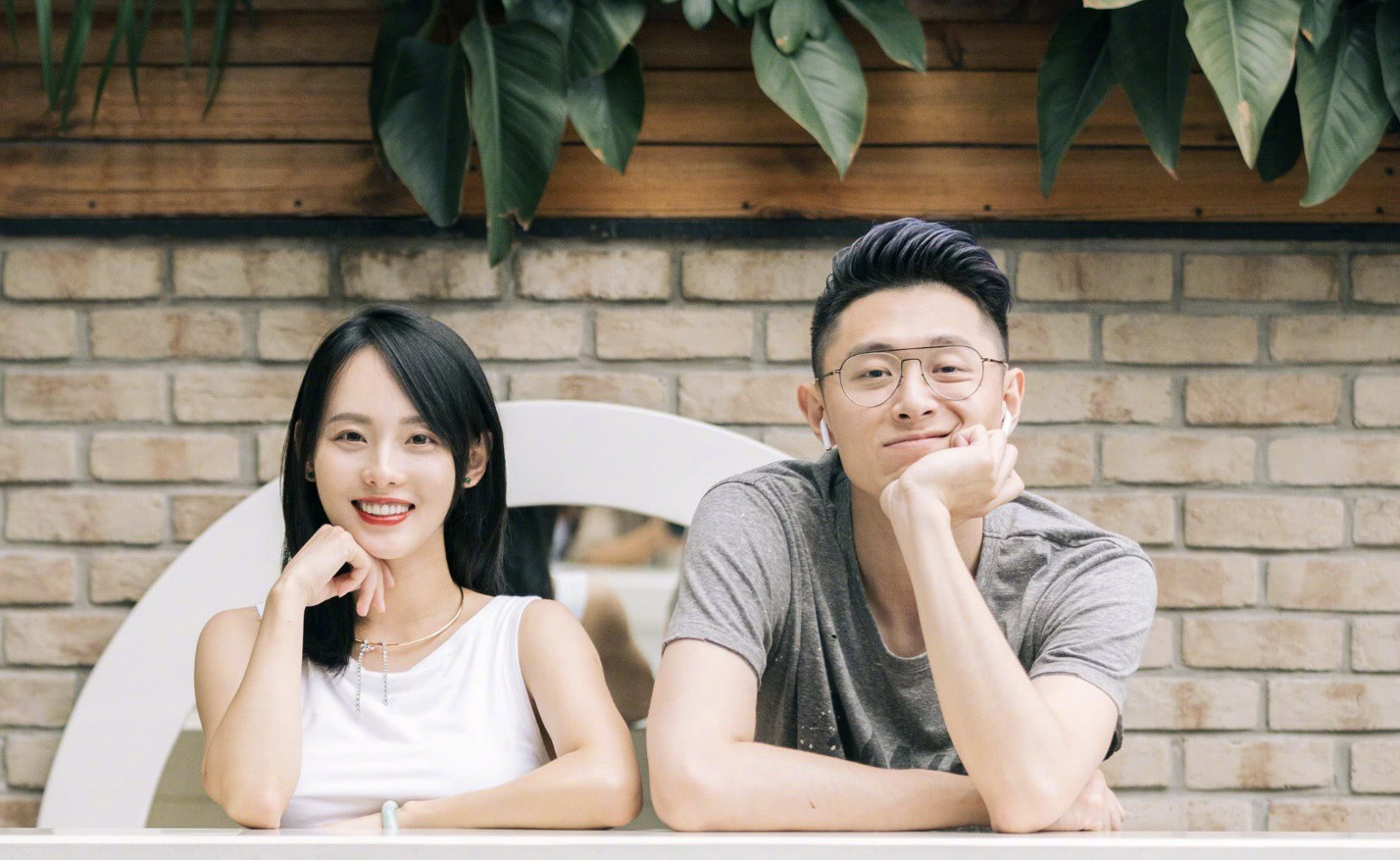 Nữ diễn viên hiện nay đã kết hôn với nam diễn viên TVB Phương Trung Tín. Cặp đôi cách nhau 24 tuổi, cả hai có chung với nhau một cậu con trai đầu lòng.