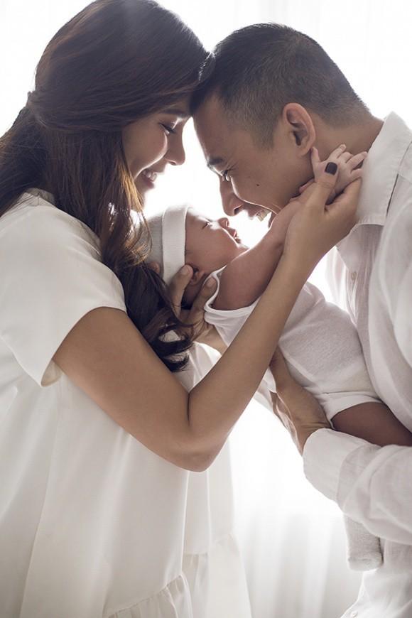 Lương Thế Thành - Thuý Diễm khoe bộ ảnh hạnh phúc cùng quý tử đầu lòng giấu kín 1 tháng sau sinh - Ảnh 5.