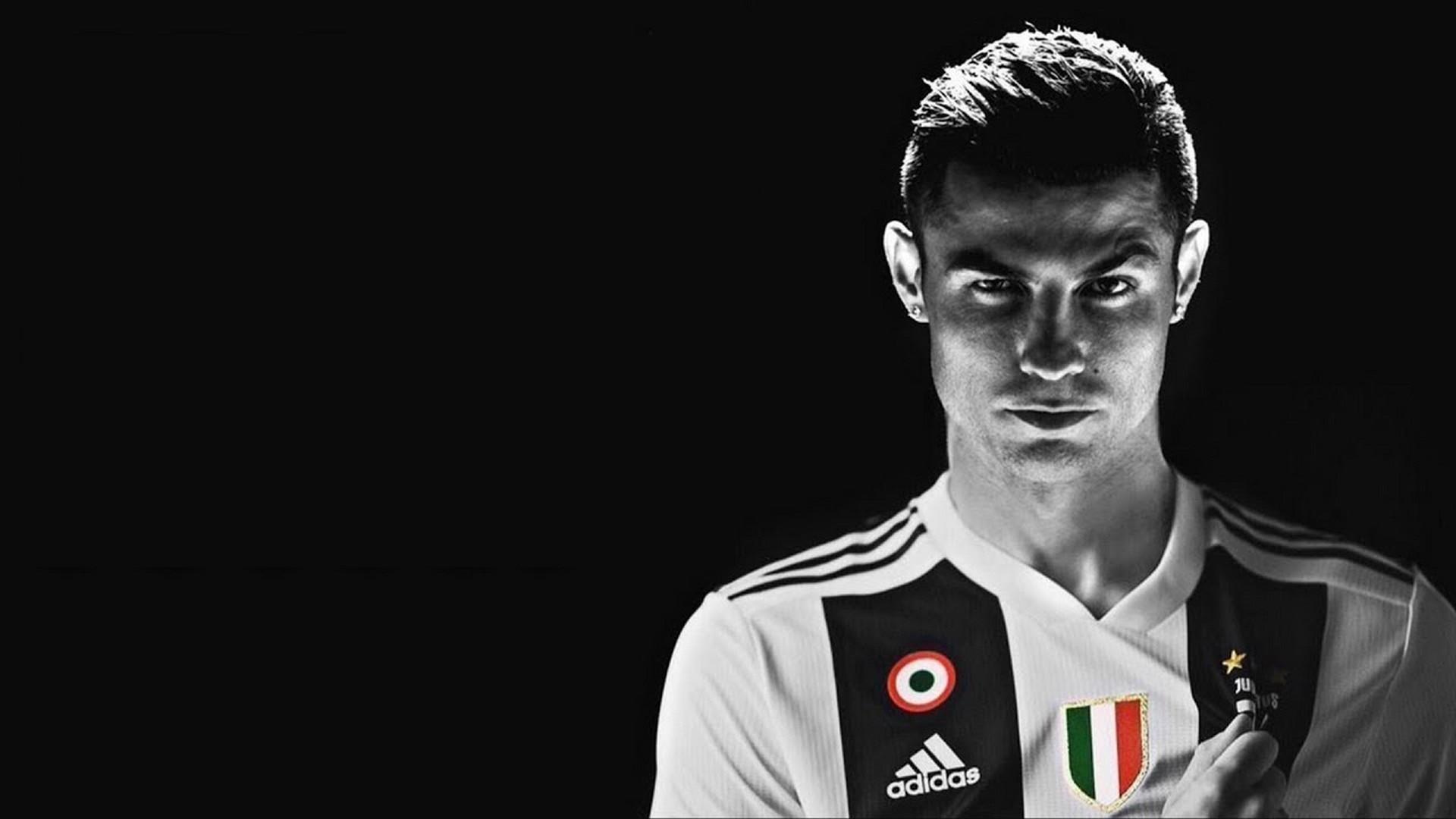Cực sốc khi so sánh mức lương của Ronaldo với các đồng đội Juventus - Ảnh