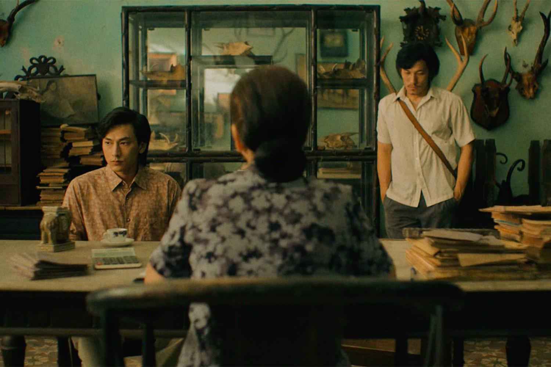 Isaac bị giang hồ đòi nợ, đốt đồ diễn trong trailer Song Lang - Ảnh