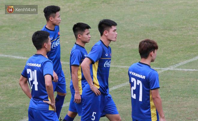 """HLV Park Hang Seo """"ăn gian"""" khi đá ma, học trò cười trừ chịu trận - Ảnh 6."""
