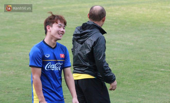 """HLV Park Hang Seo """"ăn gian"""" khi đá ma, học trò cười trừ chịu trận - Ảnh 10."""