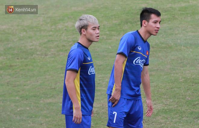 """HLV Park Hang Seo """"ăn gian"""" khi đá ma, học trò cười trừ chịu trận - Ảnh 4."""