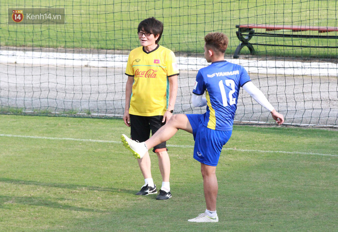 """HLV Park Hang Seo """"ăn gian"""" khi đá ma, học trò cười trừ chịu trận - Ảnh 13."""