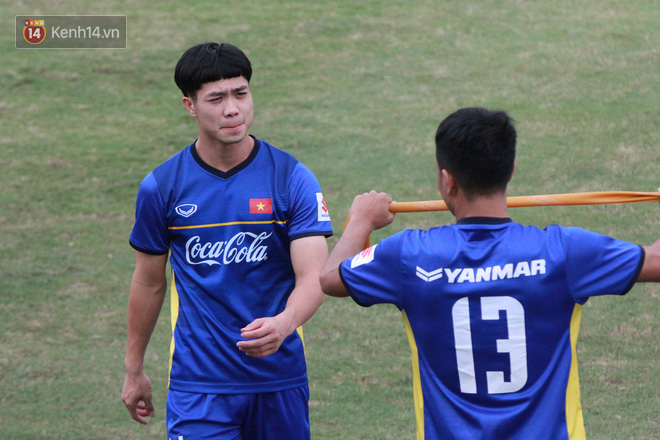 """HLV Park Hang Seo """"ăn gian"""" khi đá ma, học trò cười trừ chịu trận - Ảnh 5."""