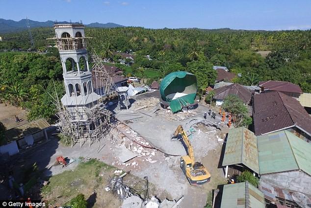 Gia đình Beckham có mặt ở Indonesia trong lúc xảy ra thảm họa động đất khiến 142 người chết - Ảnh 4.
