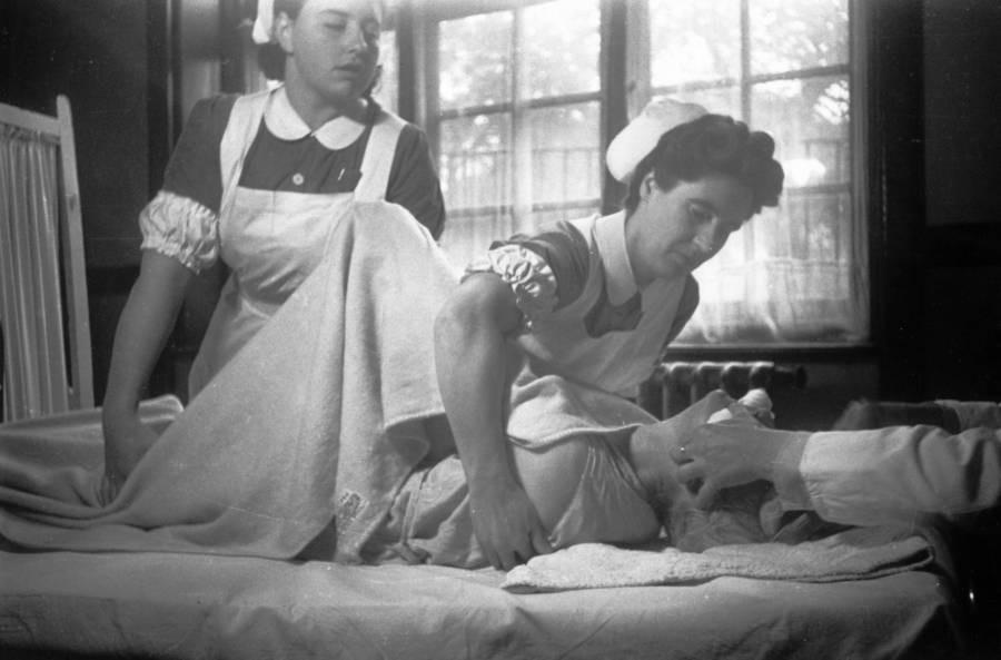 Những tấm hình ám ảnh trong bệnh viện tâm thần 50 năm trước - Ảnh 13.