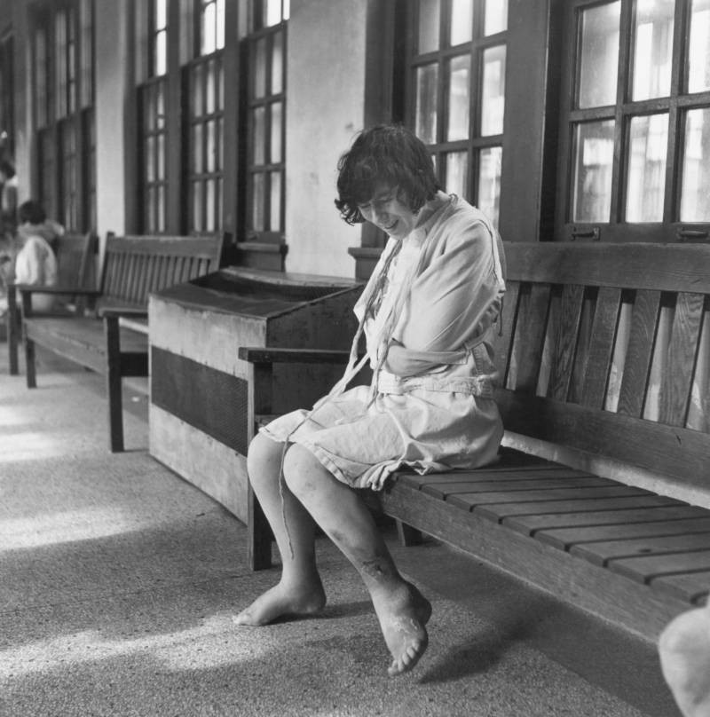 Những tấm hình ám ảnh trong bệnh viện tâm thần 50 năm trước - Ảnh 3.