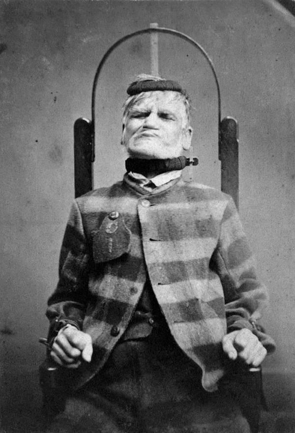 Những tấm hình ám ảnh trong bệnh viện tâm thần 50 năm trước - Ảnh 4.