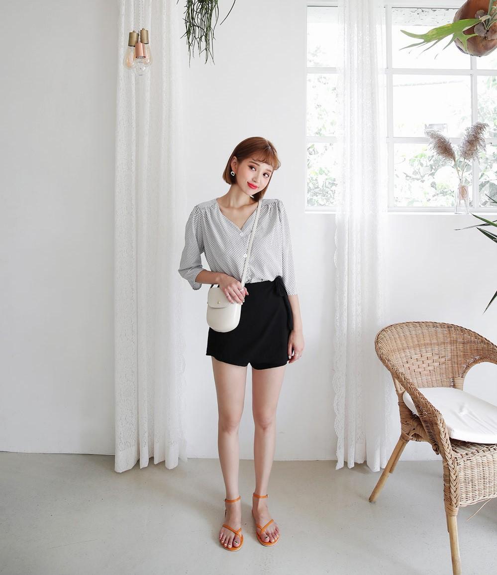 4 kiểu chân váy ngắn diện lên trẻ trung hết sức, lại còn giúp khoe triệt để đôi chân thon gọn nuột nà - Ảnh 15.
