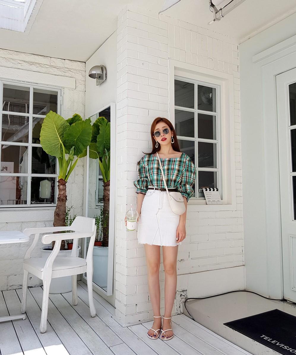4 kiểu chân váy ngắn diện lên trẻ trung hết sức, lại còn giúp khoe triệt để đôi chân thon gọn nuột nà - Ảnh 4.