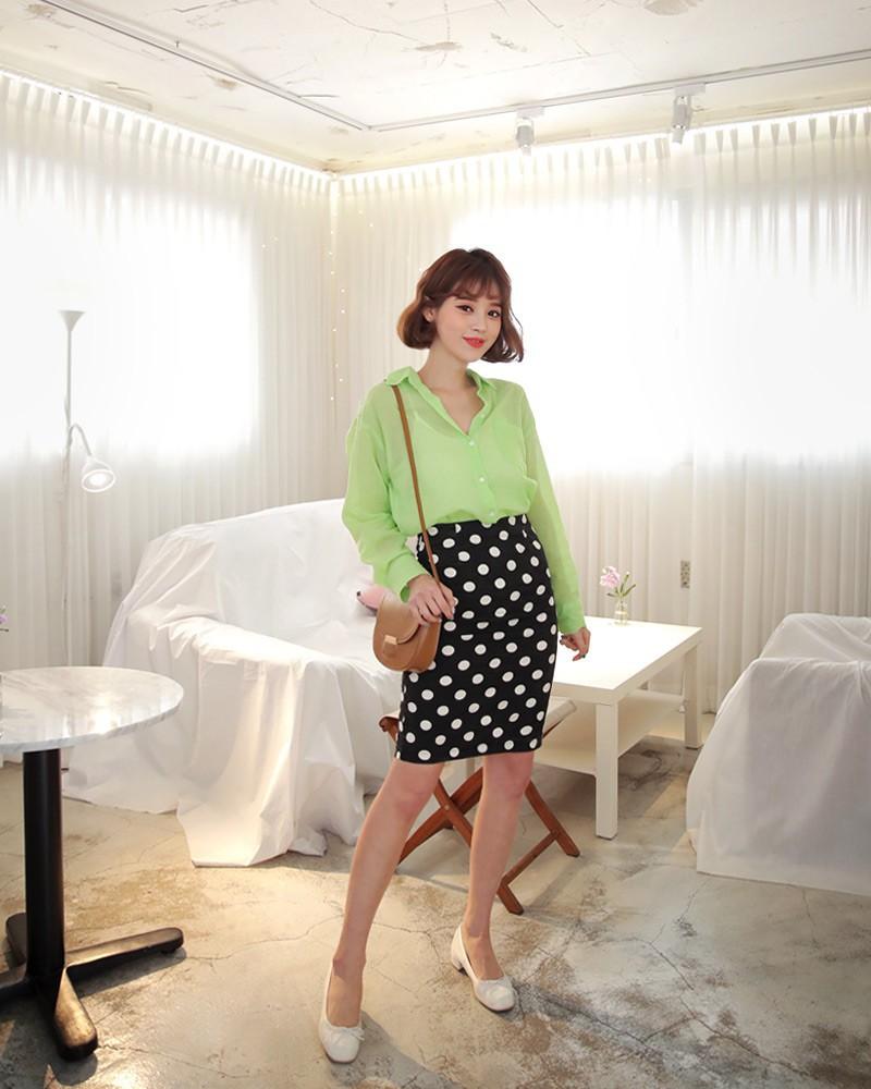 4 kiểu chân váy ngắn diện lên trẻ trung hết sức, lại còn giúp khoe triệt để đôi chân thon gọn nuột nà - Ảnh 7.