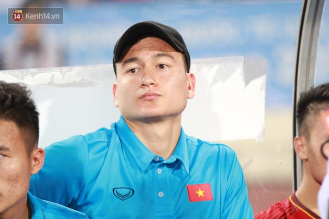 Đặng Văn Lâm bị loại khỏi danh sách ASIAD 2018, ủ rũ trên ghế dự bị- Ảnh 2.