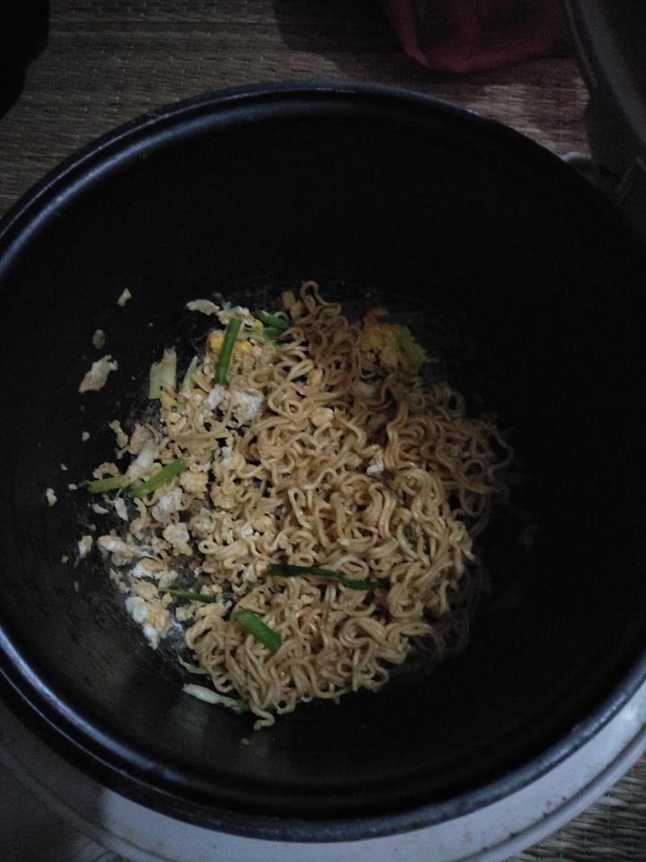 Đời sinh viên ở trọ, ai mà chẳng có một chiếc nồi cơm điện nấu đủ món từ cơm đến canh, thịt, lẩu - Ảnh 3.