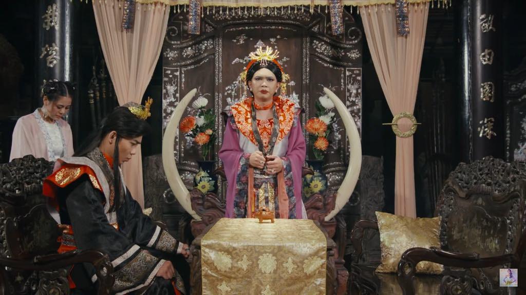 Thái hậu nói chuyện với Hoàng thượng