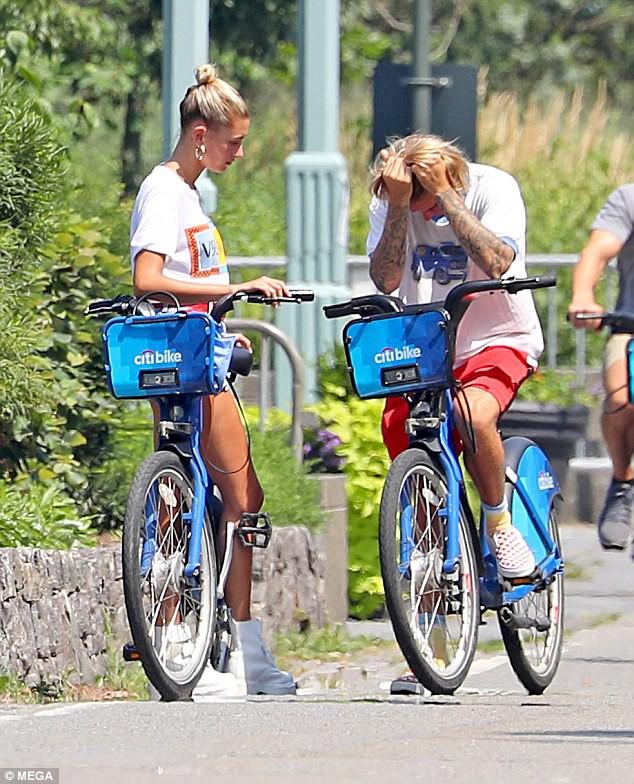 Justin Bieber và Hailey Baldwin bỗng ôm nhau khóc giữa phố không rõ nguyên do - Ảnh 3.