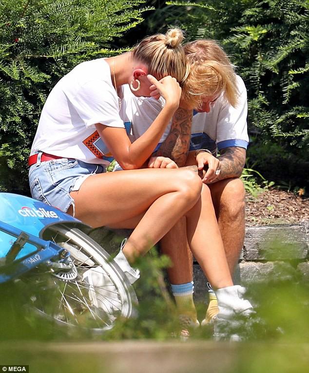 Justin Bieber và Hailey Baldwin bỗng ôm nhau khóc giữa phố không rõ nguyên do - Ảnh 8.