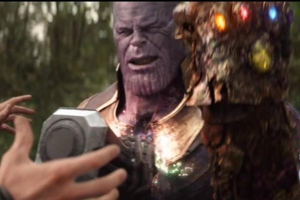 Chiếc găng tay của Thanos bị hư hỏng nặng nề sau cú búng thần thánh