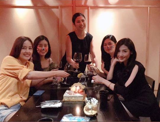 Hội bạn thân toàn Hoa hậu, Á hậu tề tựu để chúc mừng sinh nhật Mai Phương Thúy - Ảnh 1.
