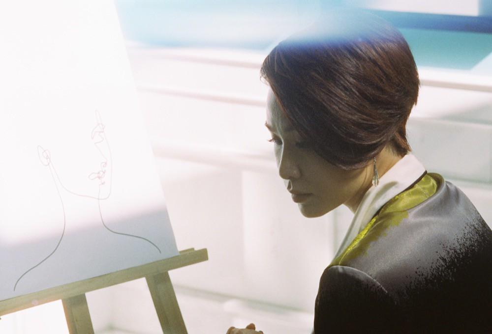 Uyên Linh hợp tác cùng Giám khảo Next Top - Nam Trung trong MV cuối cùng của album Portrait - Ảnh 2.