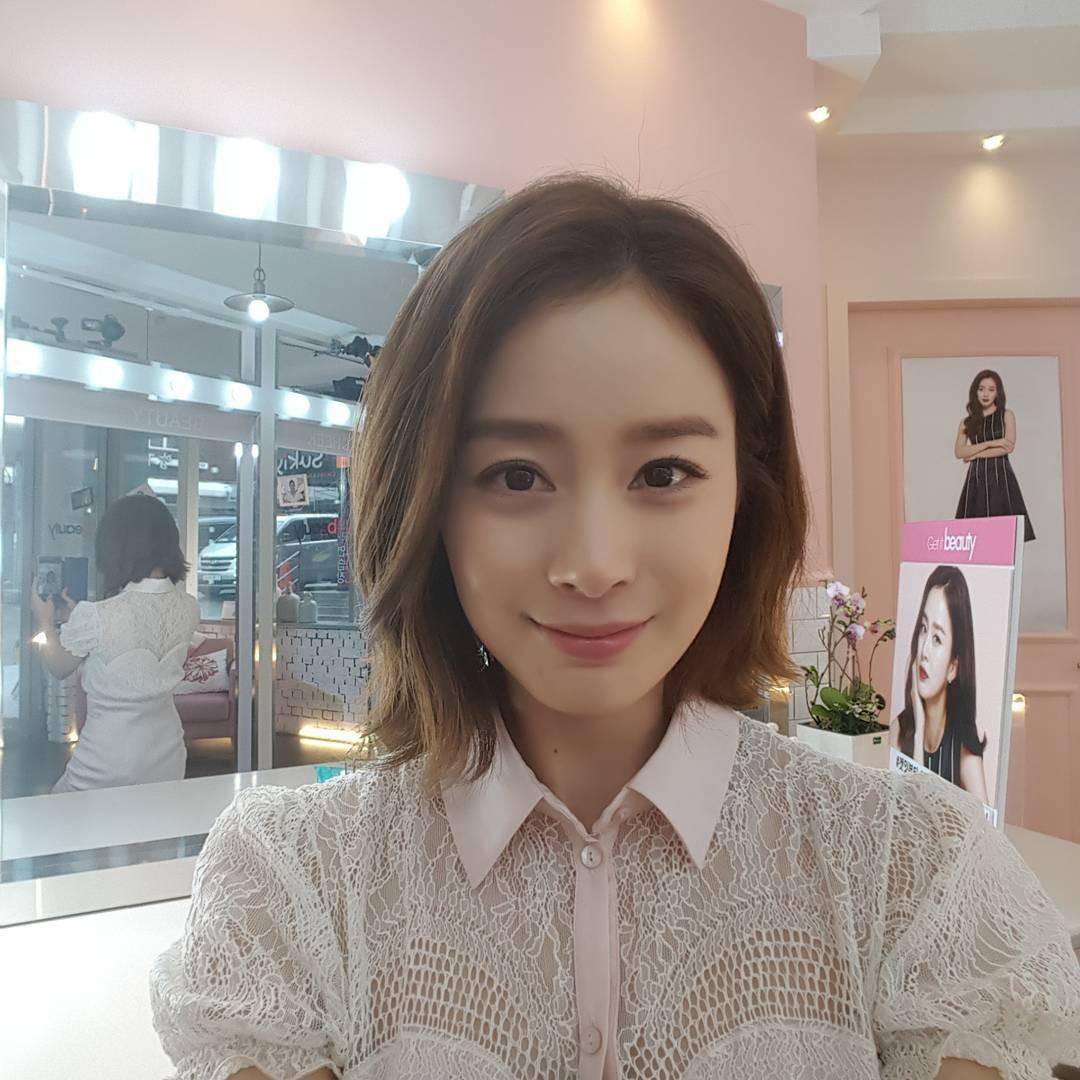 """Đẳng cấp nhan sắc của """"gái một con"""" U40 Kim Tae Hee: Càng trang điểm tự nhiên lại càng đẹp đến nao lòng - Ảnh 1."""