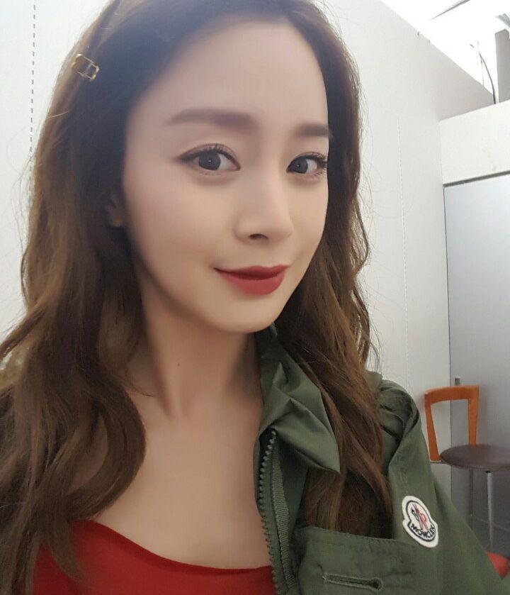 """Đẳng cấp nhan sắc của """"gái một con"""" U40 Kim Tae Hee: Càng trang điểm tự nhiên lại càng đẹp đến nao lòng - Ảnh 2."""