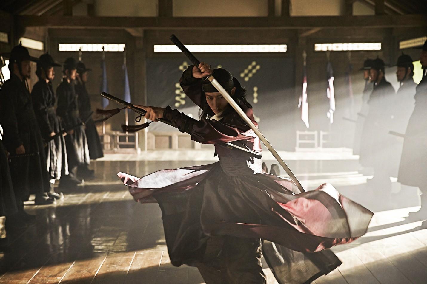 10 pha hành động từ phim Hàn Quốc nhưng chẳng hề kém cạnh bom tấn Hollywood (Phần 2) - Ảnh 1.