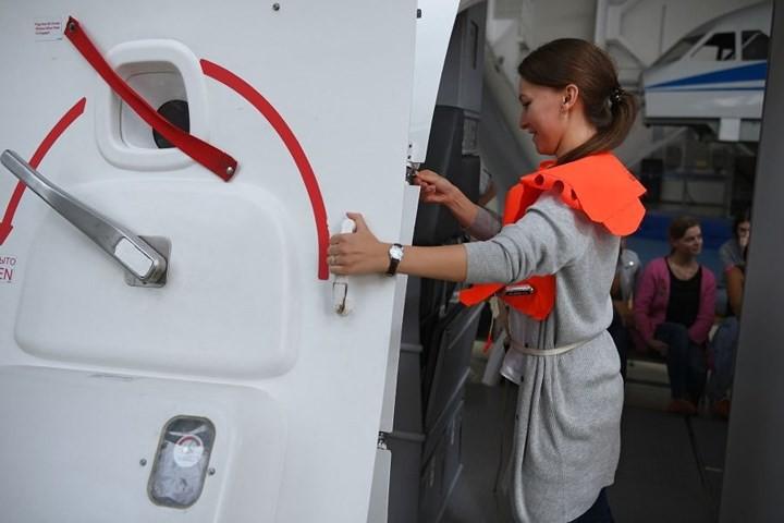 Cận cảnh lò đào tạo các nữ tiếp viên hàng không Nga xinh đẹp - Ảnh 11.