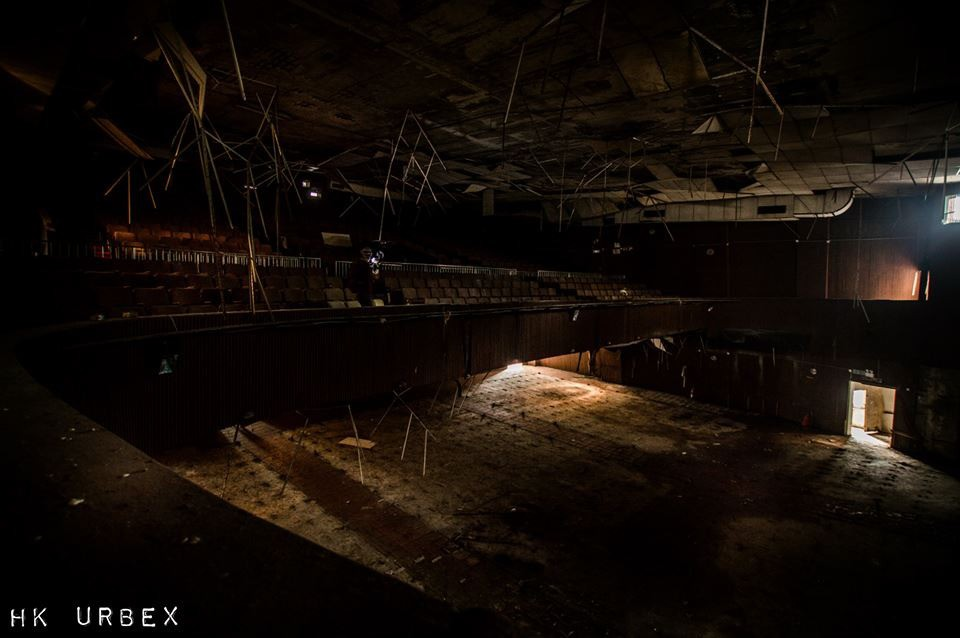 Rạp phim bị bỏ hoang ở Hong Kong: Điểm vui chơi nổi tiếng giờ chỉ còn lại đống đổ nát âm u vì những lời đồn thổi chết chóc - Ảnh 11.