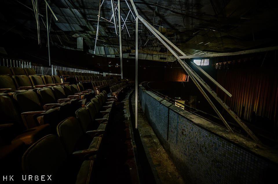 Rạp phim bị bỏ hoang ở Hong Kong: Điểm vui chơi nổi tiếng giờ chỉ còn lại đống đổ nát âm u vì những lời đồn thổi chết chóc - Ảnh 13.