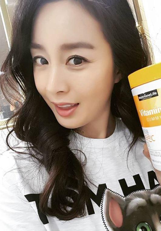 """Đẳng cấp nhan sắc của """"gái một con"""" U40 Kim Tae Hee: Càng trang điểm tự nhiên lại càng đẹp đến nao lòng - Ảnh 3."""