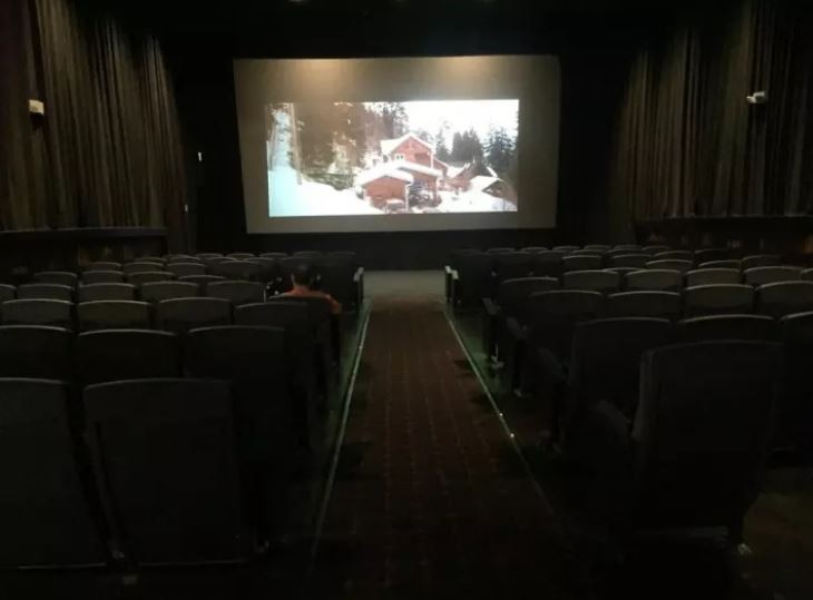 1001 kiểu thốn mà khán giả từng phải trải qua tại rạp chiếu phim - Ảnh 3.