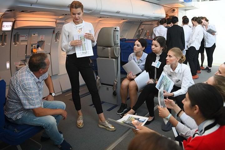 Cận cảnh lò đào tạo các nữ tiếp viên hàng không Nga xinh đẹp - Ảnh 3.
