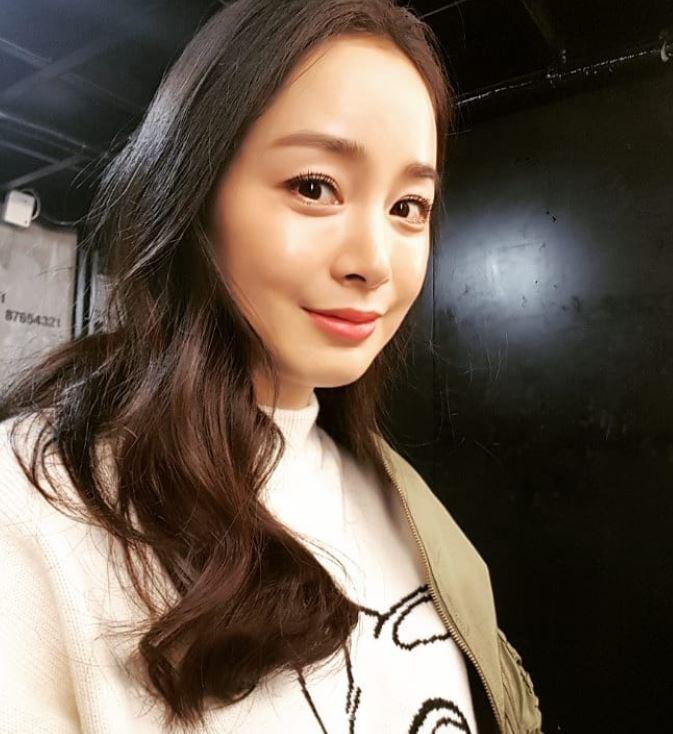 """Đẳng cấp nhan sắc của """"gái một con"""" U40 Kim Tae Hee: Càng trang điểm tự nhiên lại càng đẹp đến nao lòng - Ảnh 4."""