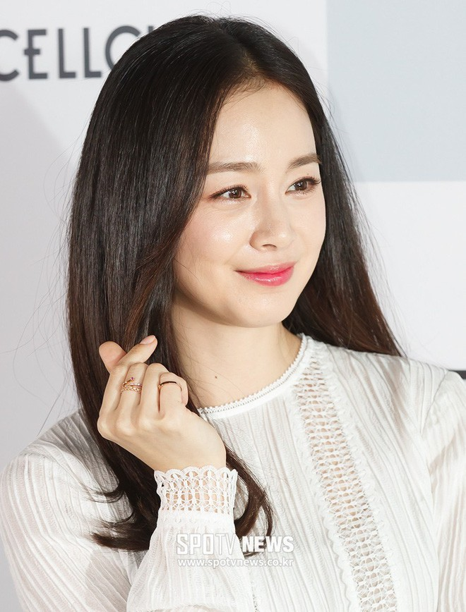 """Đẳng cấp nhan sắc của """"gái một con"""" U40 Kim Tae Hee: Càng trang điểm tự nhiên lại càng đẹp đến nao lòng - Ảnh 6."""