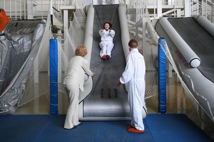 Cận cảnh lò đào tạo các nữ tiếp viên hàng không Nga xinh đẹp - Ảnh 7.