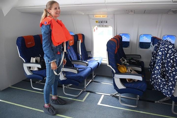 Cận cảnh lò đào tạo các nữ tiếp viên hàng không Nga xinh đẹp - Ảnh 9.