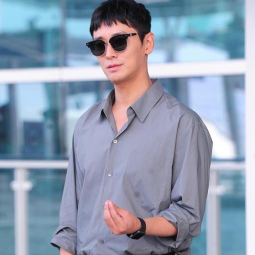 Nhiều người tin rằng, Joo Ji Hoon đang đi chung con đường với bạn diễn Ha Jung Woo.