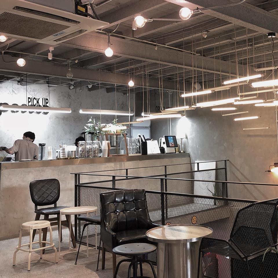 Chỉ trong 1 tuần, Sài Gòn đã có 3 quán cà phê mới và quán nào cũng siêu đẹp! - Ảnh 2.