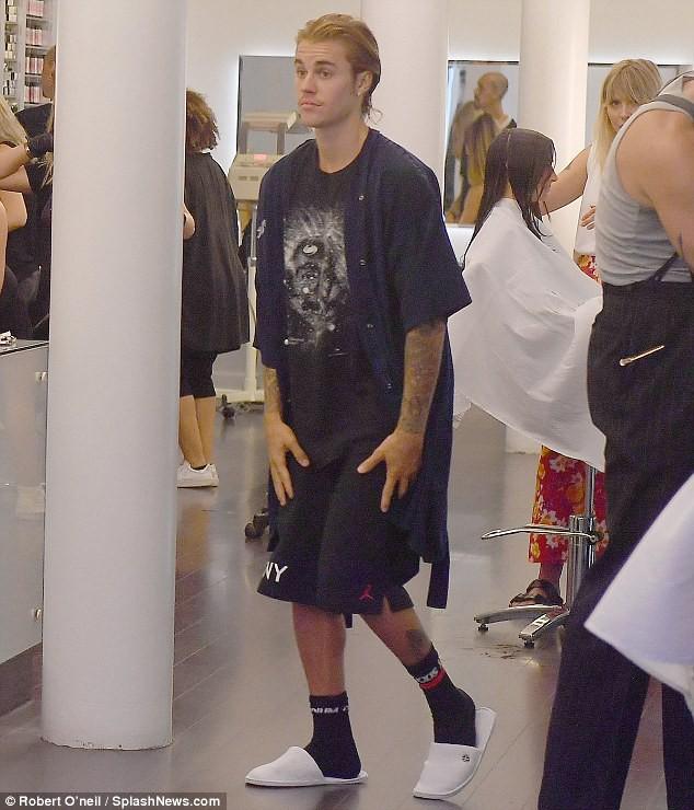 Justin Bieber đã nghe lời Hailey đi cắt tóc, phải chăng đây là lý do anh chàng ôm mặt khóc giữa phố hôm trước đó? - Ảnh 7.