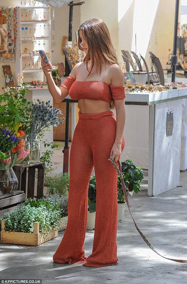 Demi Rose diện áo lưới không nội y, đốt mắt người nhìn với vòng 1 đẫy đà gợi cảm - Ảnh 5.