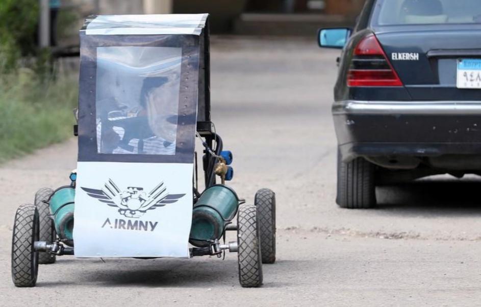 Chán dùng xăng, nhóm sinh viên Ai Cập tự thiết kế xe chạy bằng không khí cho nó tiết kiệm - Ảnh 4.