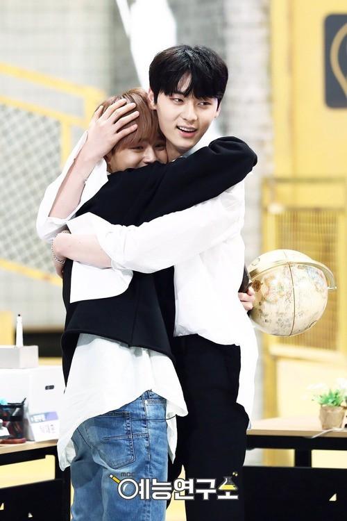 Mỹ nam được cả Produce 101 theo đuổi của Wanna One: Ưa sạch sẽ, thích skinship nhưng... ế bền vững - Ảnh 15.
