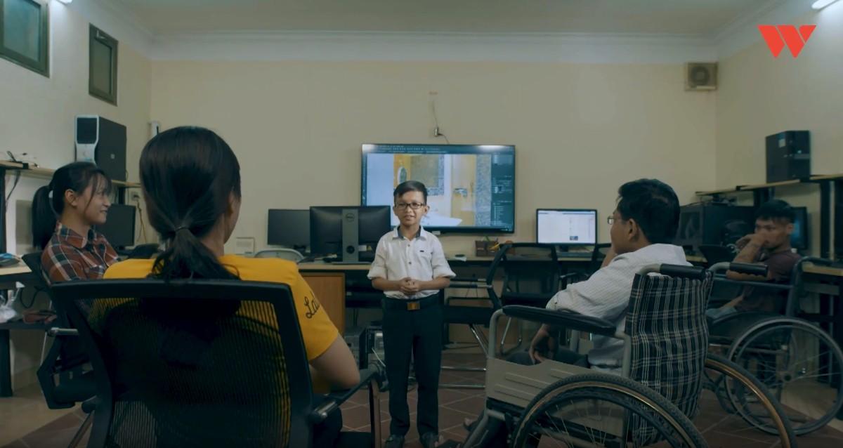 Thầy giáo tí hon hơn 30 tuổi vẫn chỉ nặng 19kg: Muốn đạt tới vị trí nào cũng cần năng lực, không có sự ưu tiên kể cả bạn là người khuyết tật - Ảnh 4.