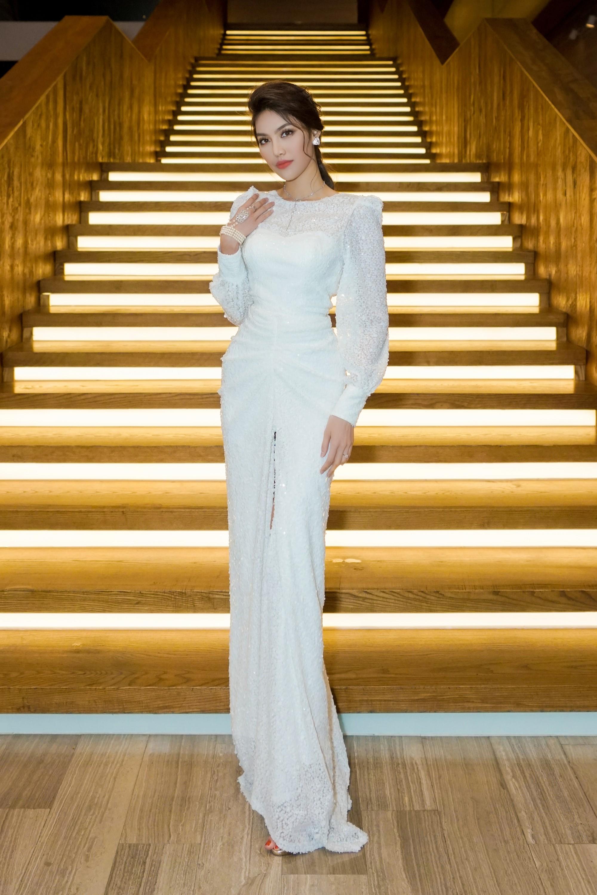 Hương Giang quyến rũ với váy xuyên thấu bó sát, Lan Khuê diện váy trắng tinh khôi như cô dâu tại sự kiện - Ảnh 6.