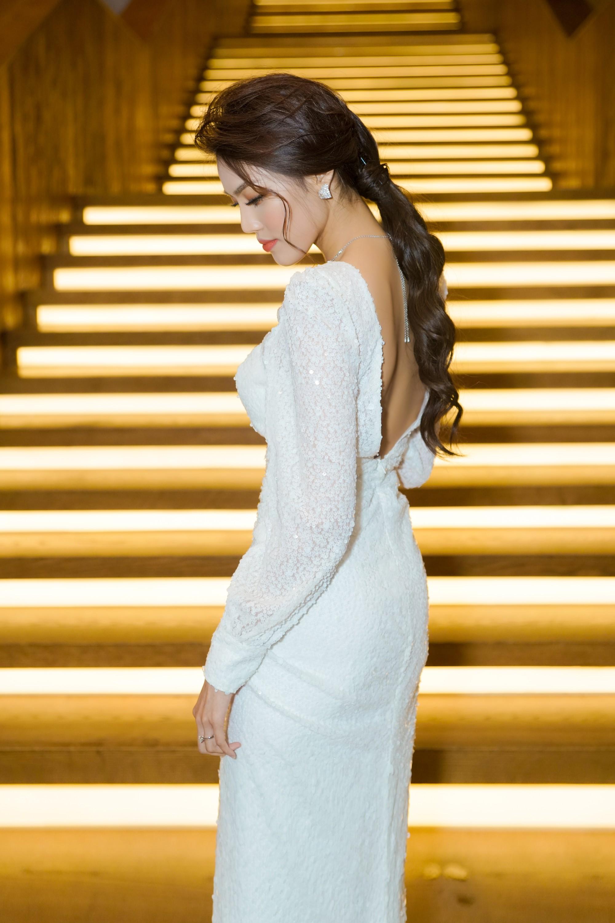 Hương Giang quyến rũ với váy xuyên thấu bó sát, Lan Khuê diện váy trắng tinh khôi như cô dâu tại sự kiện - Ảnh 7.