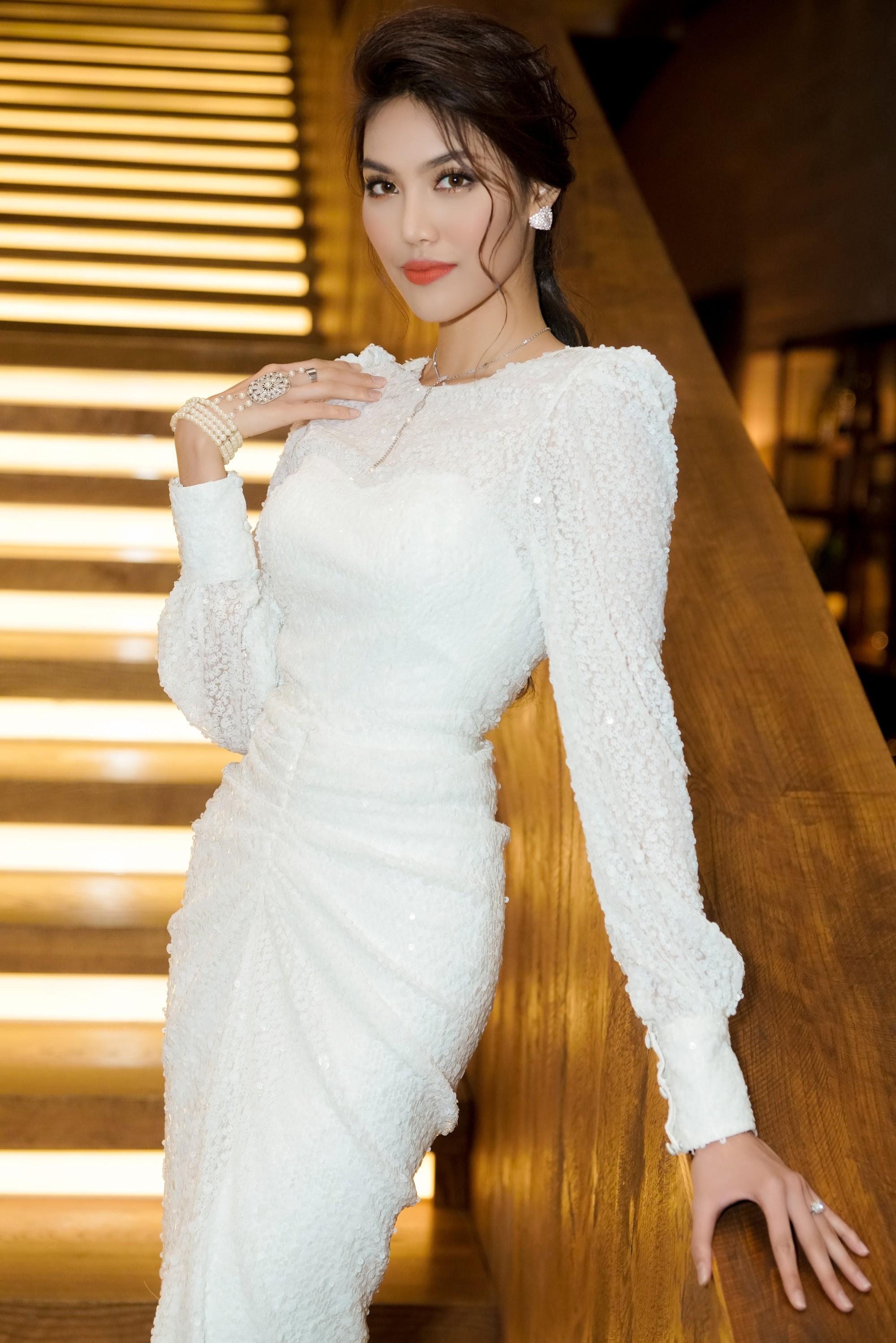 Hương Giang quyến rũ với váy xuyên thấu bó sát, Lan Khuê diện váy trắng tinh khôi như cô dâu tại sự kiện - Ảnh 8.